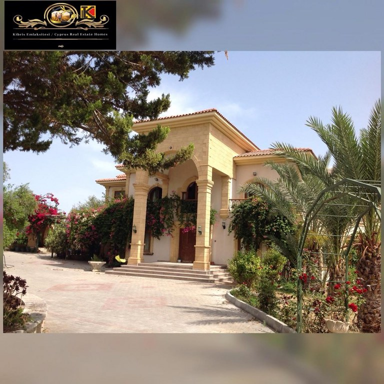 5 Bedroom and 2 Livingroom villa With Big Piece Of Land Location on the main high way road Girne Alsancak Edremit