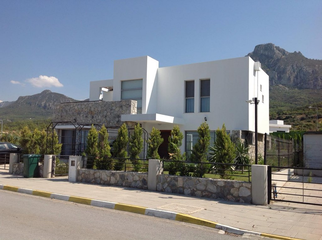 Adorable 4 Bedroom Villa For Sale Location Karmi Girne (Private Garden and Swimming Pool)