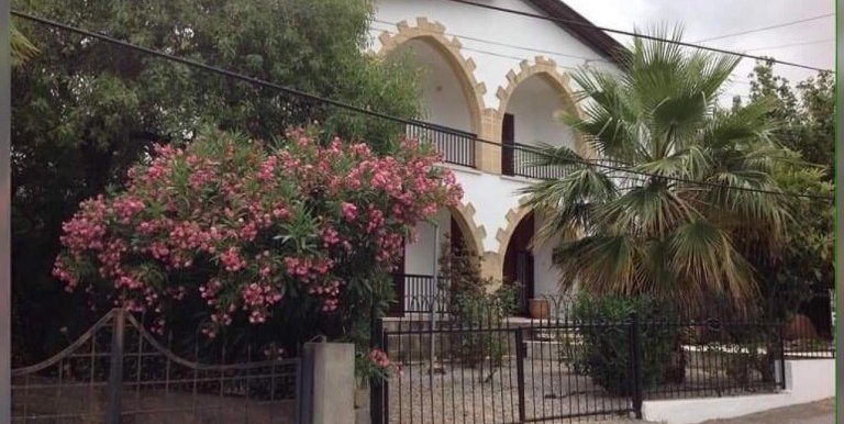 Traditional well-presented bright and spacious 3 Bedroom Villa For Sale Location Yesiltepe Girne North Cyprus KKTC