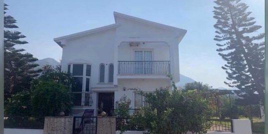 3 bedroom Villa For Rent Location Karaoglanoglu Girne.(Communal Swimming Pool)