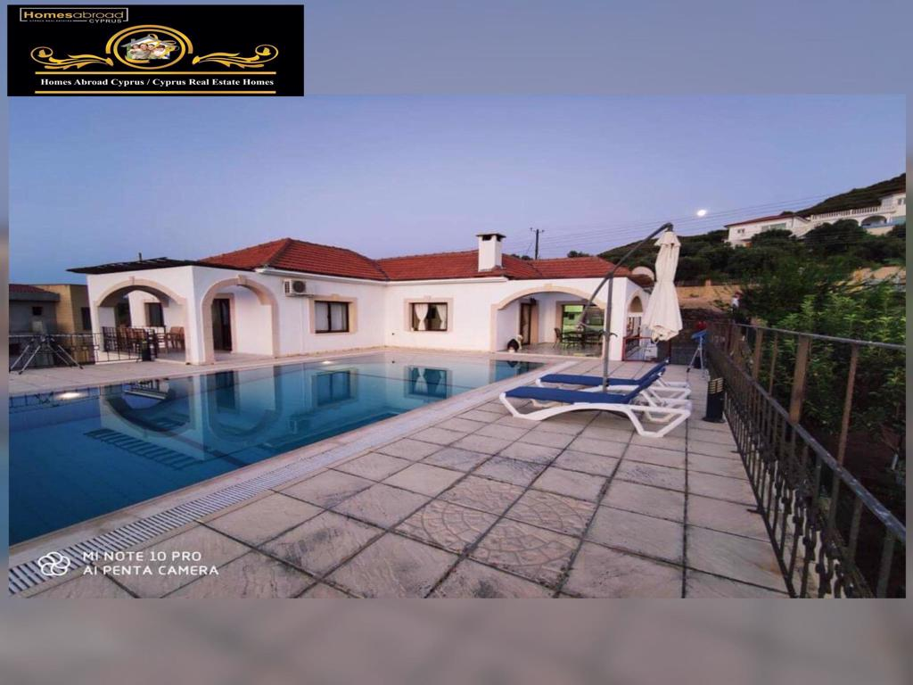 Nice 3 Bedroom Villa With Beautiful Sea And Mountain Views Location Yesiltepe Alsancak Girne (For Rent)