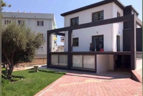 Nice 2 Bedroom Garden Apartment For Rent Location Near Wednesday Market Girne (Suitable for Beauty Parlour Business and Accommodation) North Cyprus KKTC TRNC